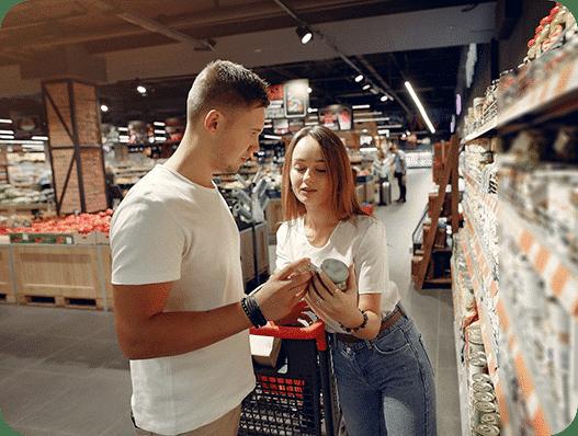 Glazen verpakkingen in supermarkt